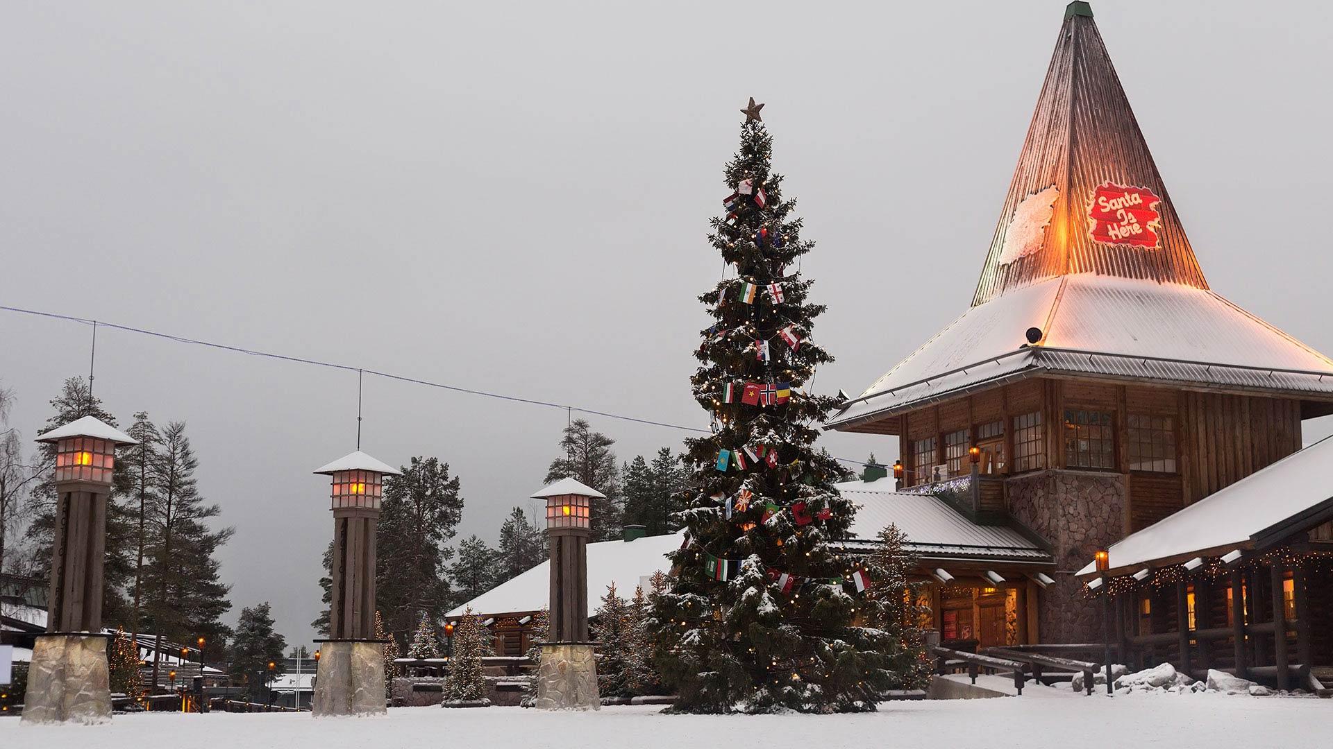 Rovaniemi : visit Santa Claus Village in Finland